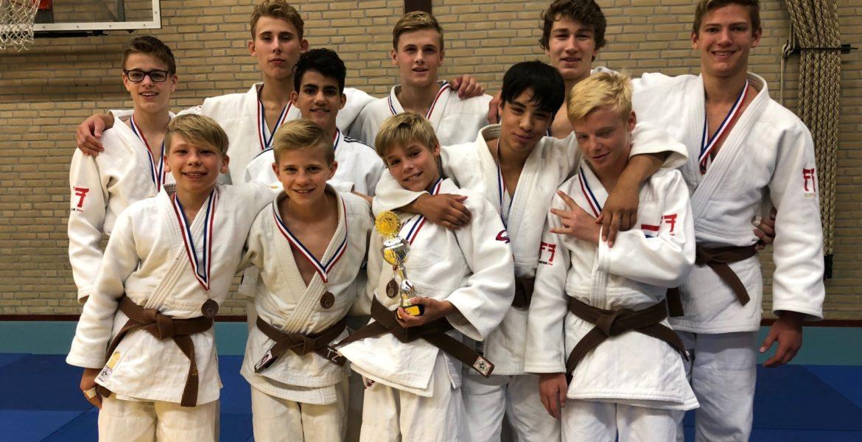 Team Judo Yushi heren u18 jaar derde op Spaarnetoernooi Kenamju