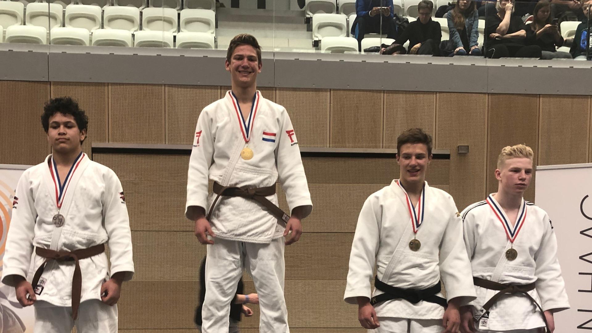 Judo Yushi - NK u18jaar 2019 - podium u73 kg met Jelle van der Werff nederlands kampioen