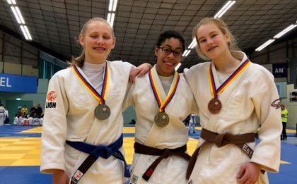 Judo Yushi - Maira Kimberley en Estrella podium kampioenschap van Noord-Holland tot 15 jaar