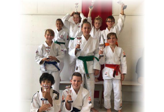 prijswinnaars Judo Yushi op Nikiwa Toernooi