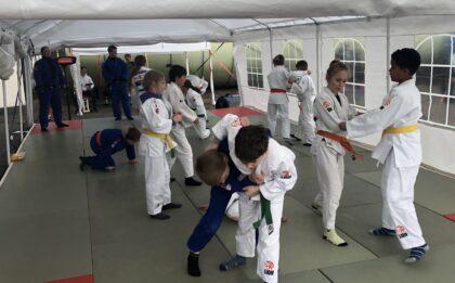 Judo in de tent bij Judo Yushi Nieuw-Vennep tijdens de coronacrisis